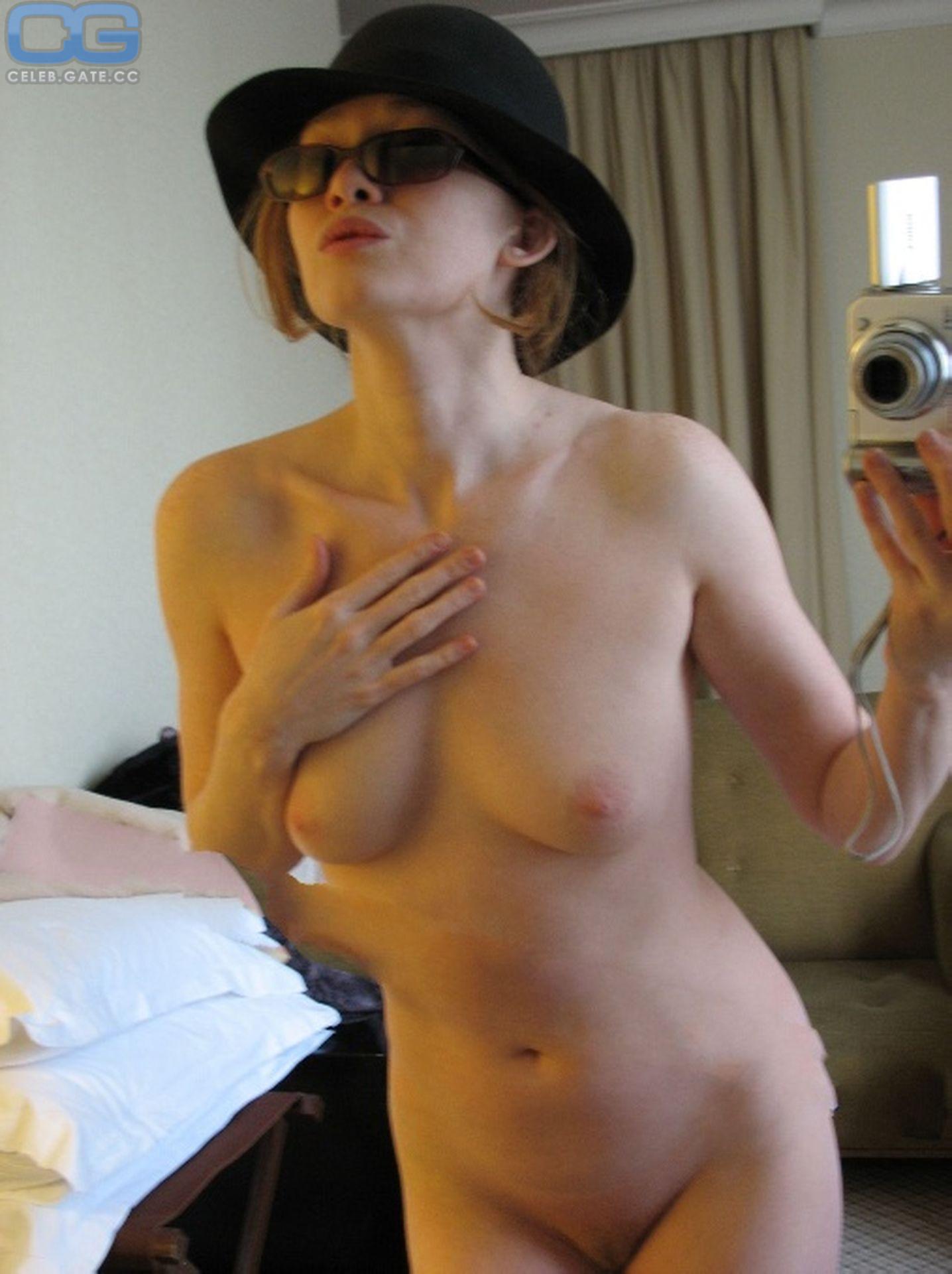 Mireille Enos  nackt