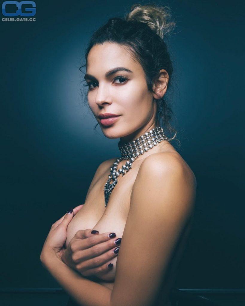 Nadine Koesters  nackt