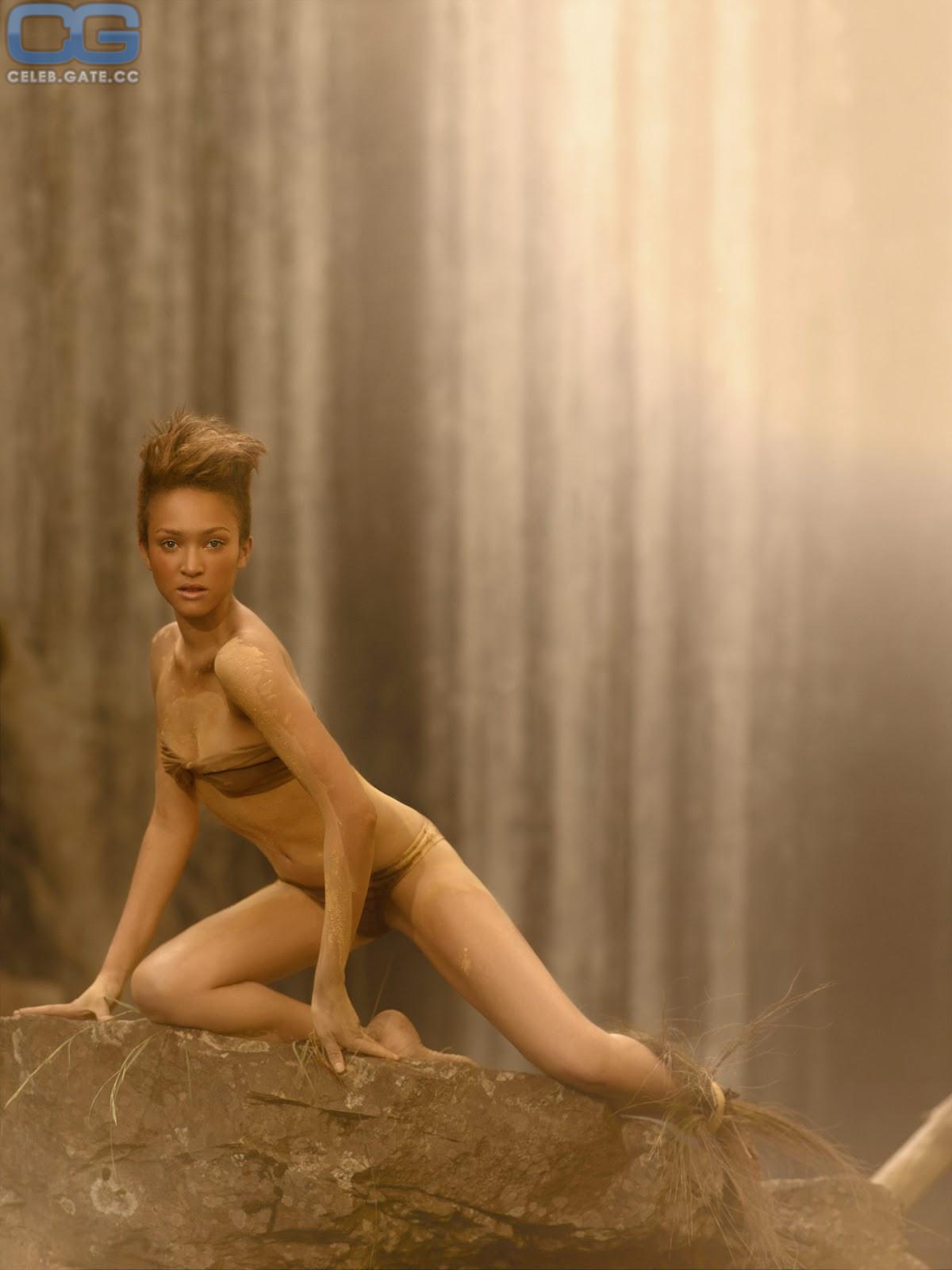 vollstandig nackt naomi scott nude