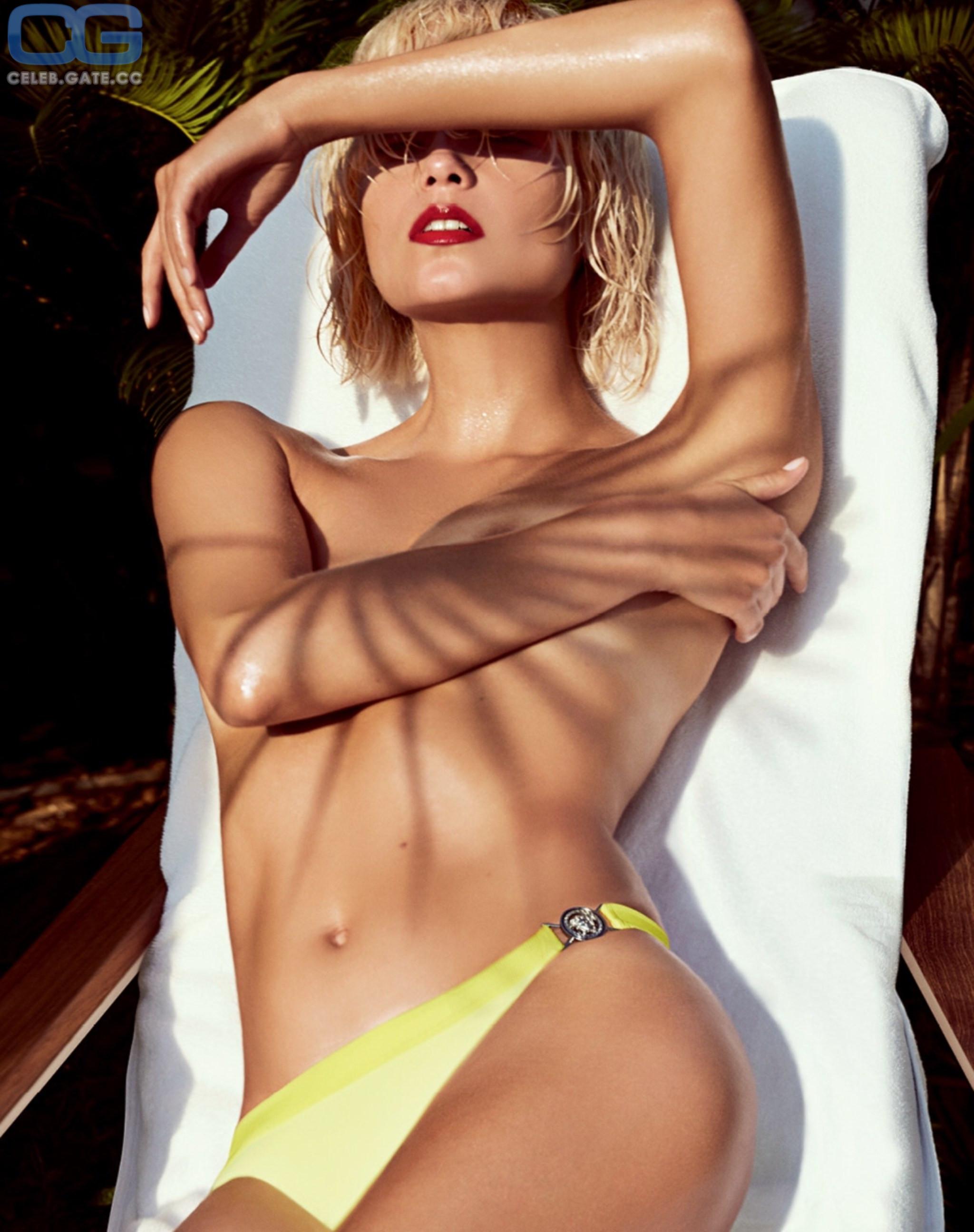 Nackt Natasha Poly  Full Frontal
