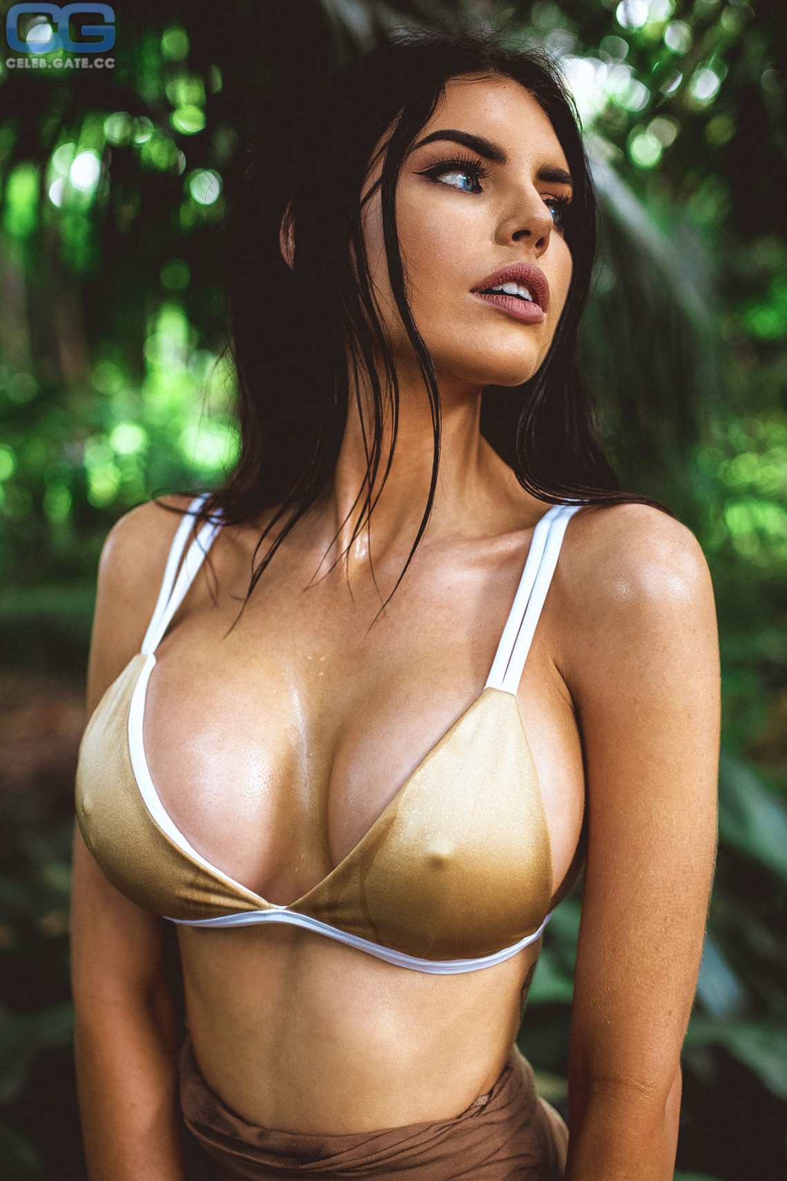Nicole nackt Thorne Nicole Thorne
