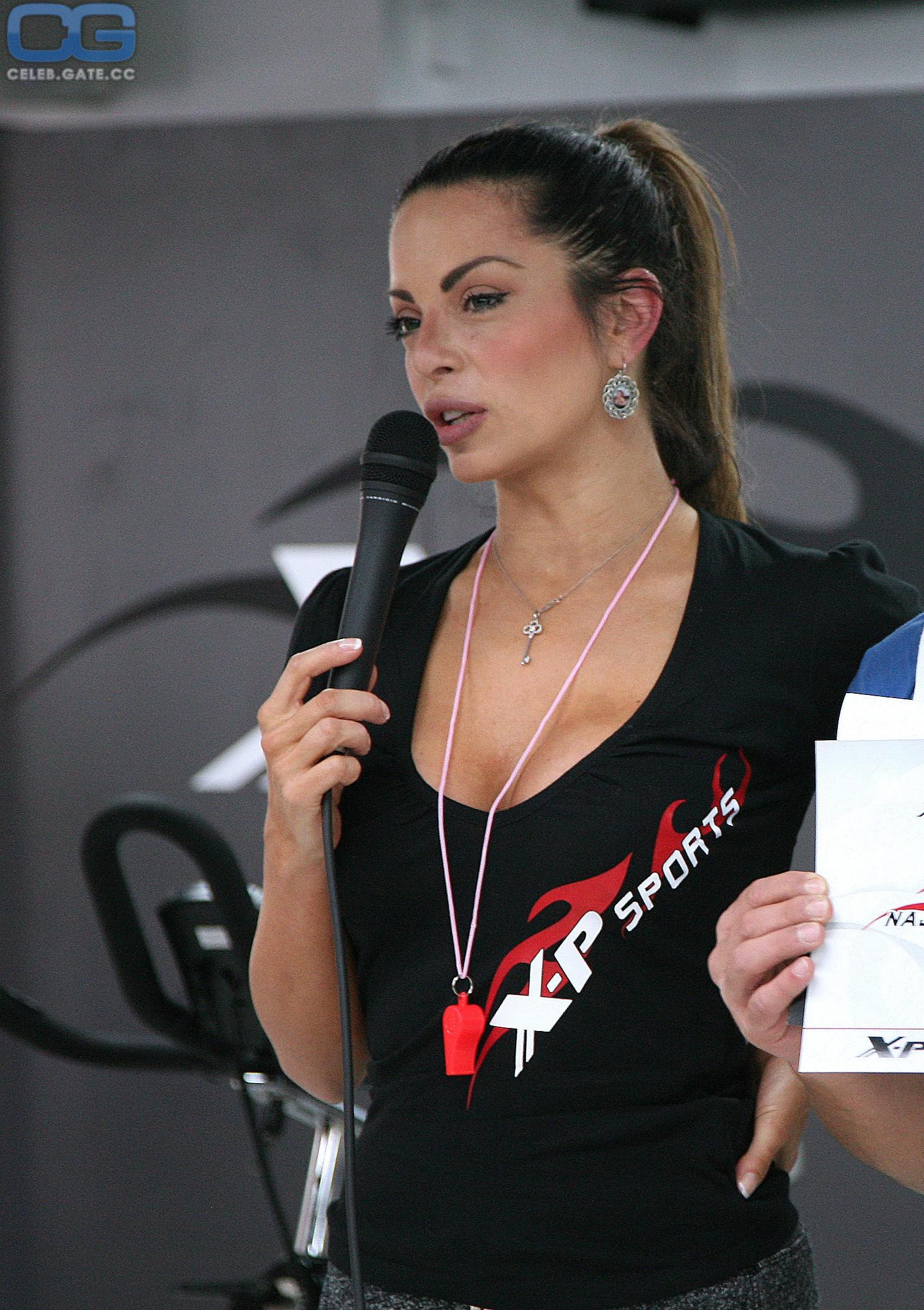 Pisek  nackt Nikolina Nikolina Ristović