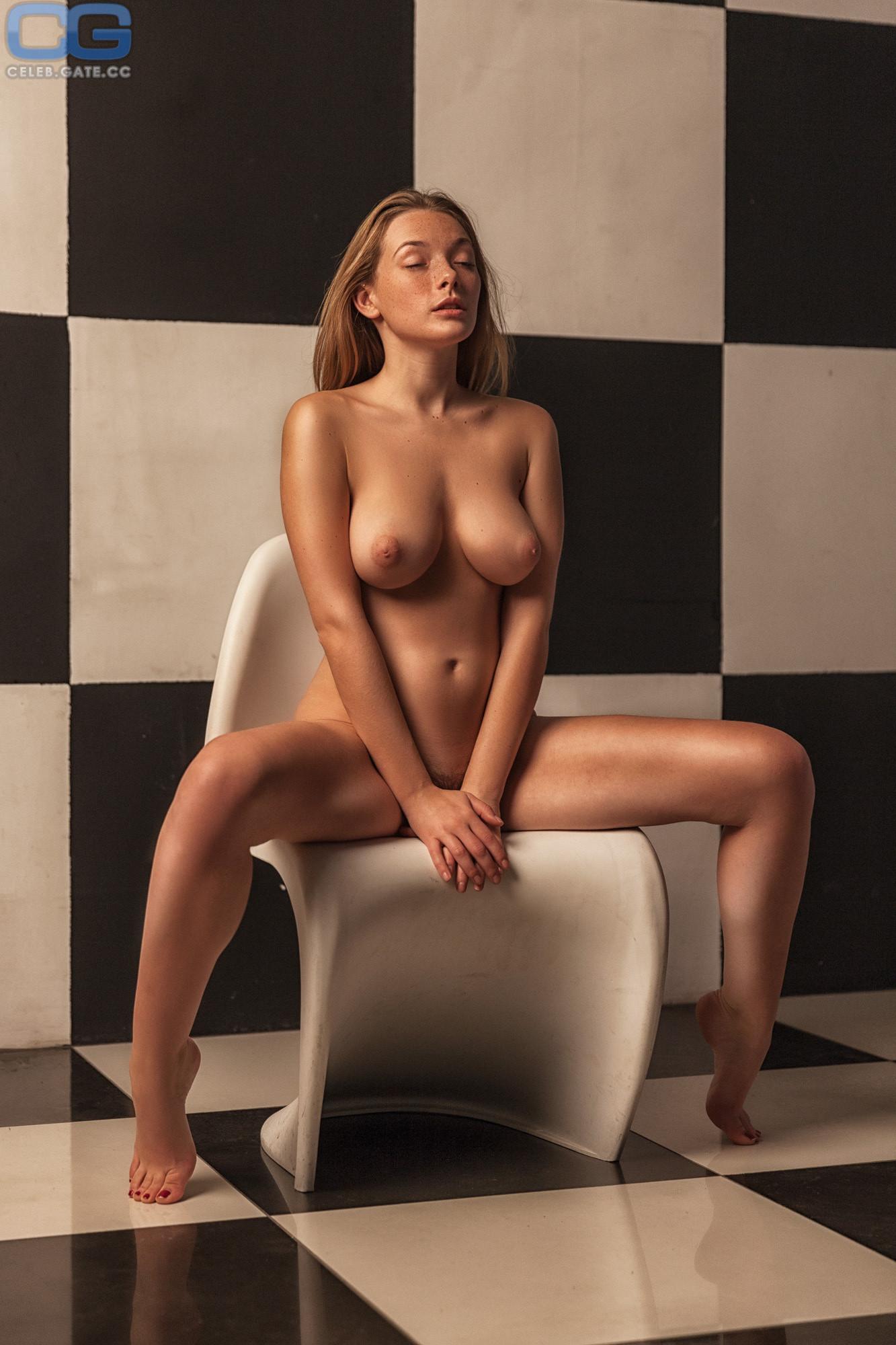 Olga Kobzar  nackt