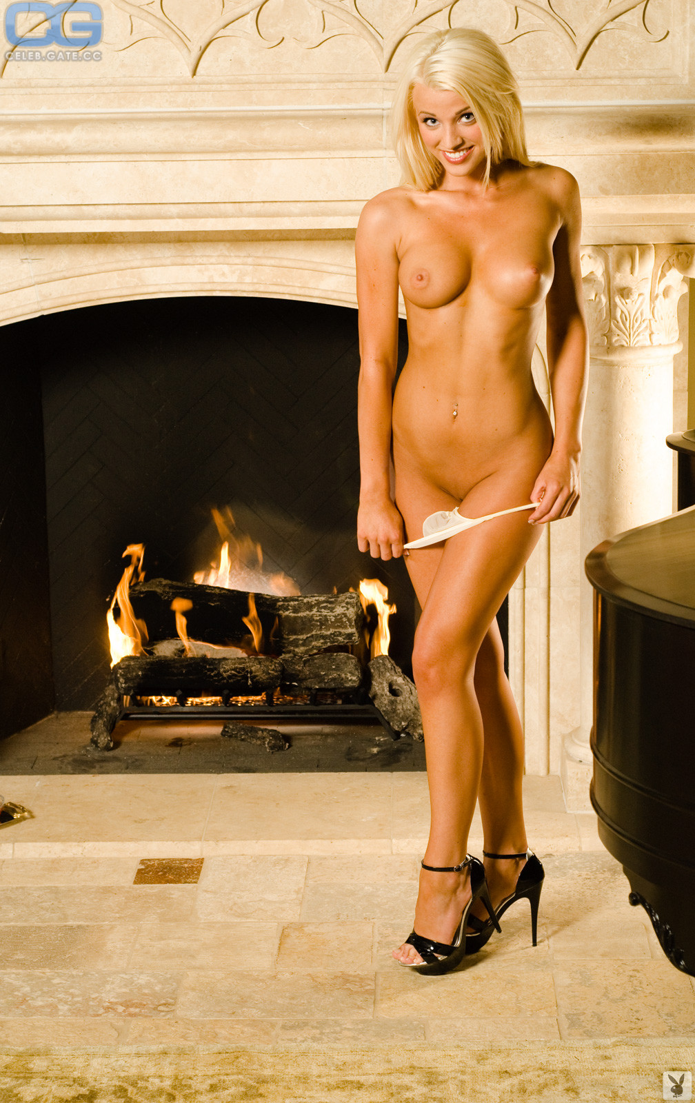 Olivia Paige  nackt