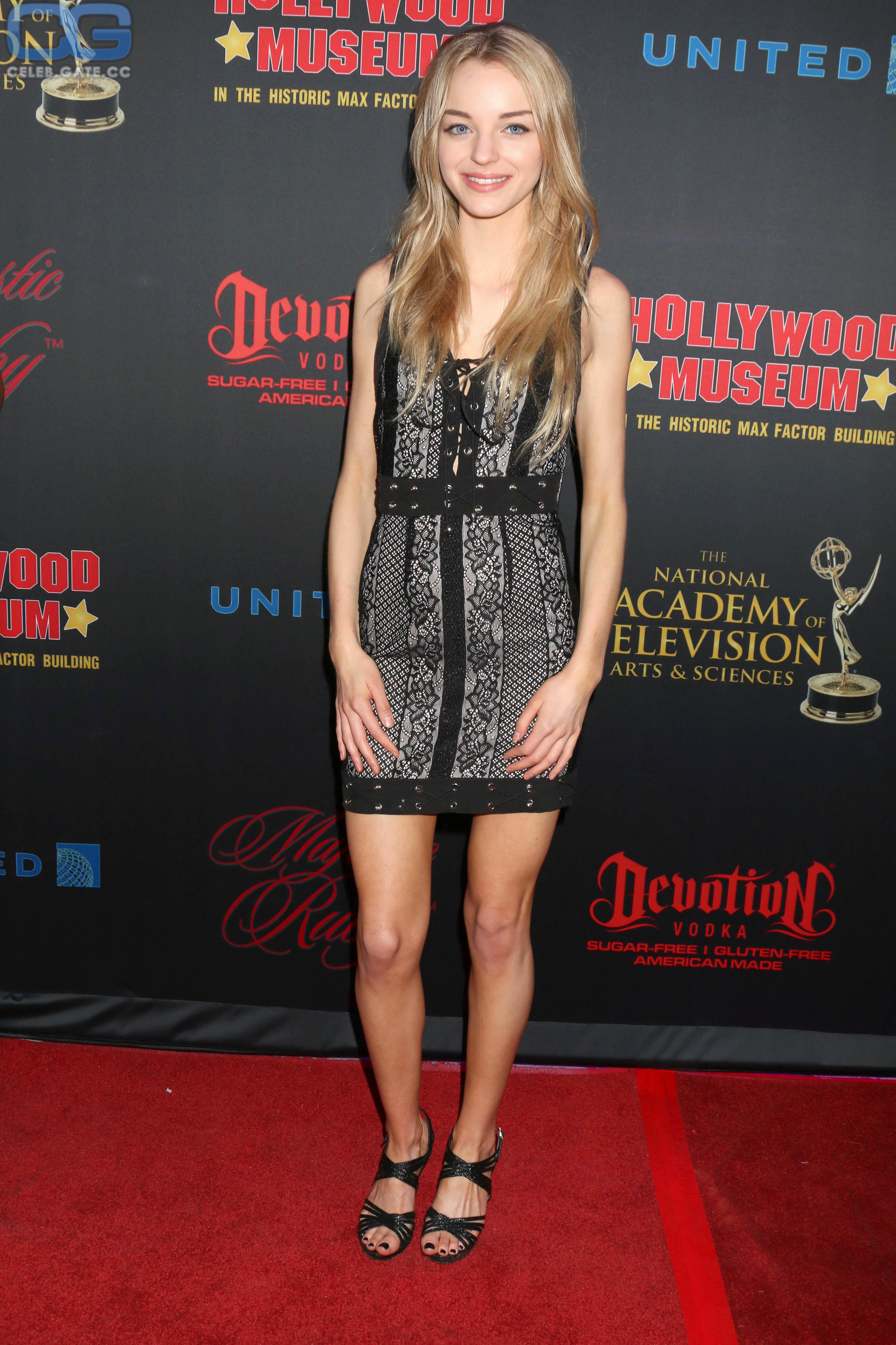 Rose  nackt Olivia Olivia Brower