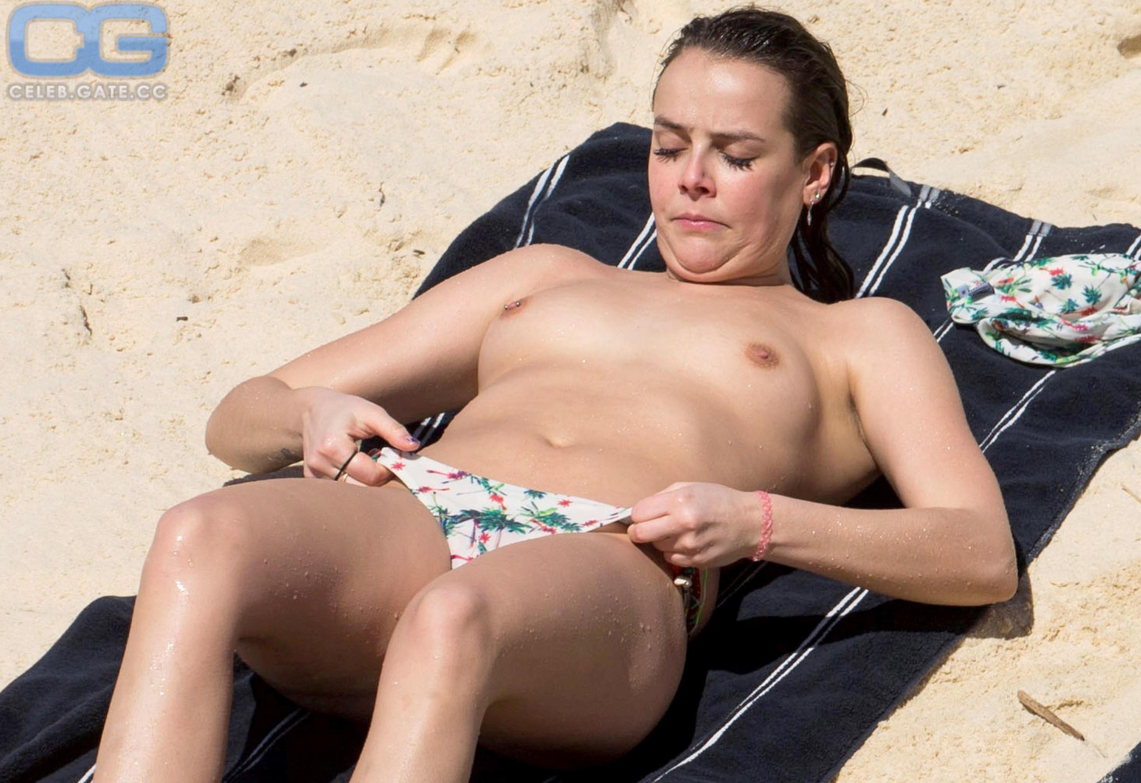 Pauline Nackt