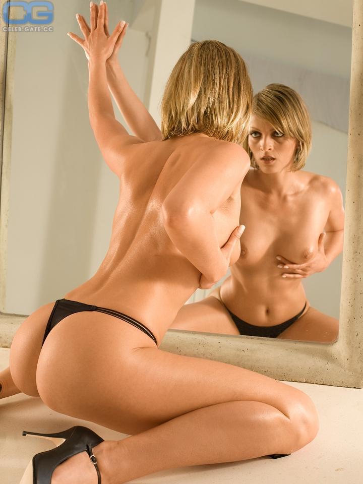 Peggy Weiss  nackt