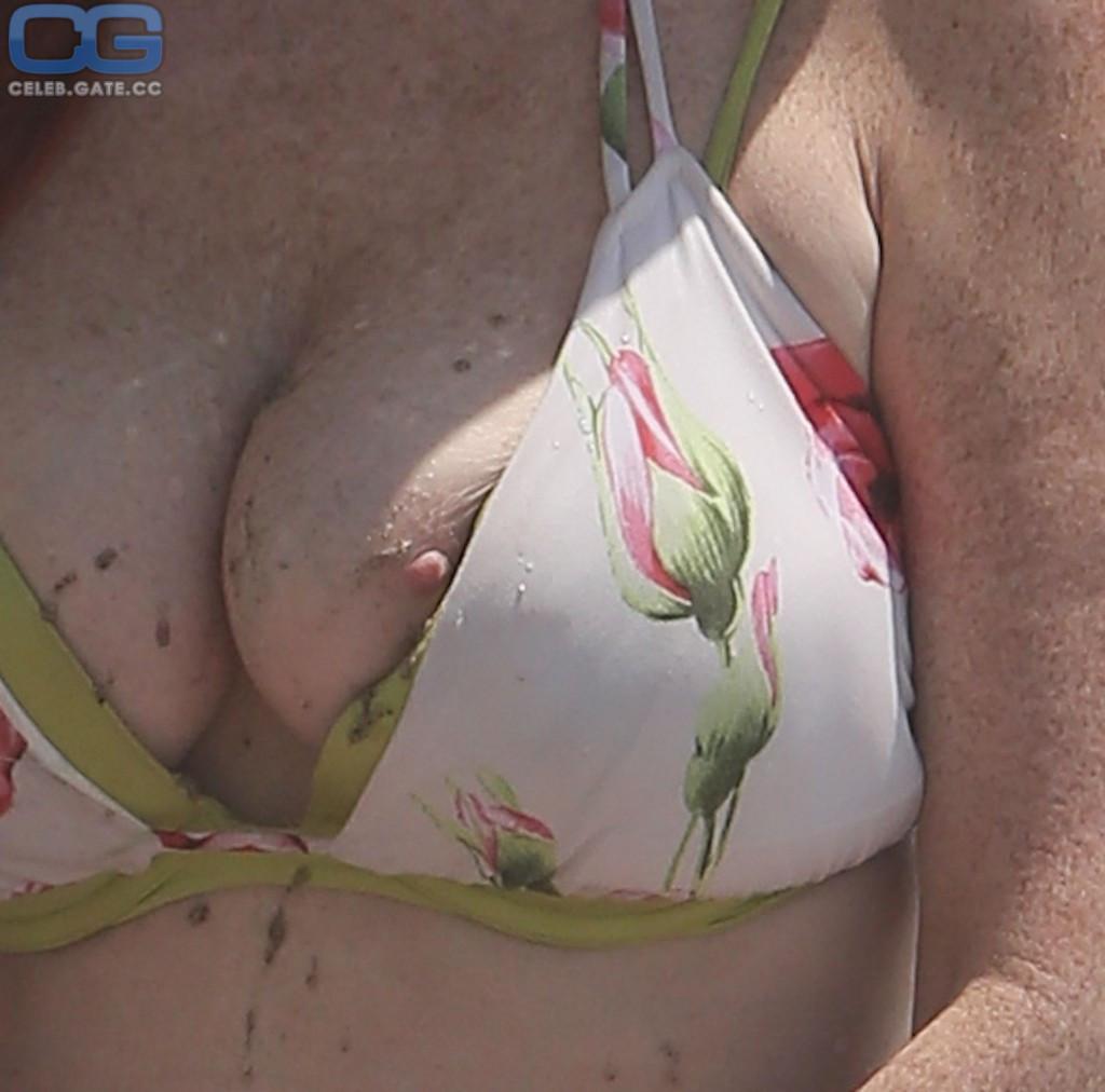 Phoebe Price  nackt