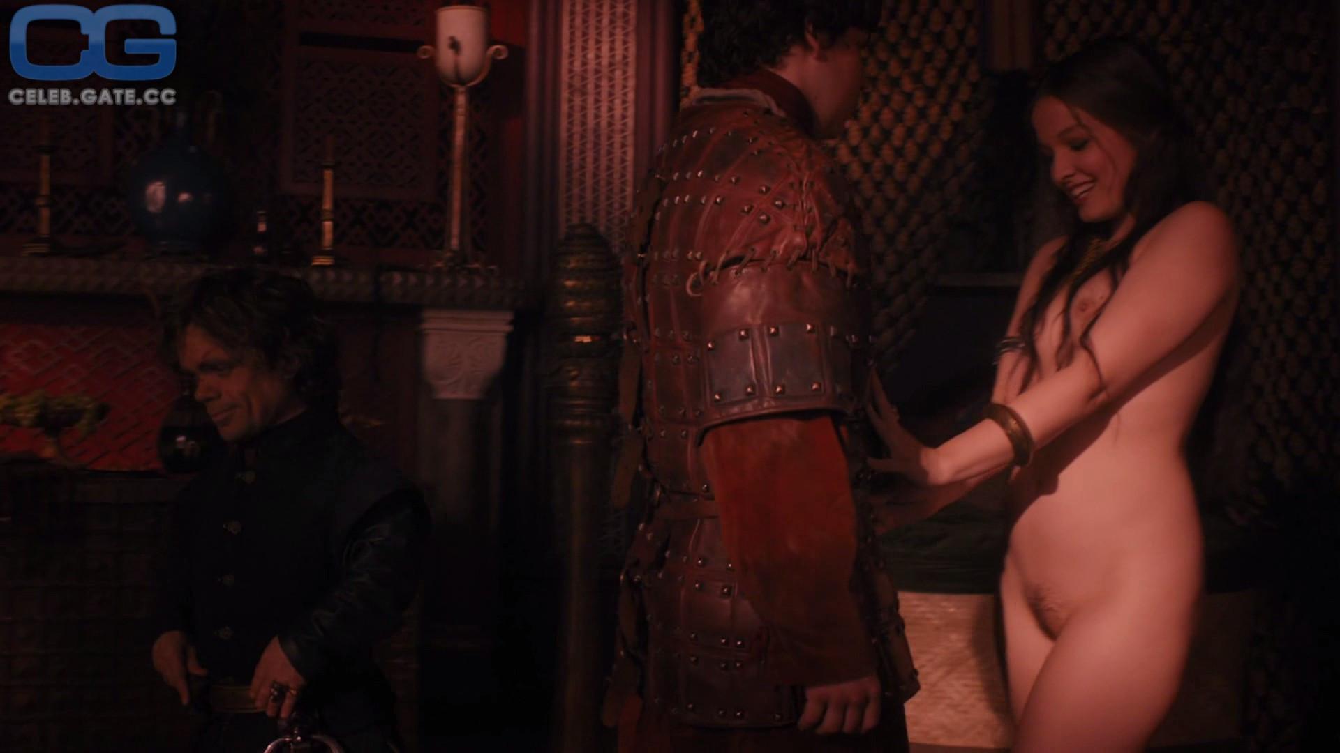 Rose Leslie  nackt