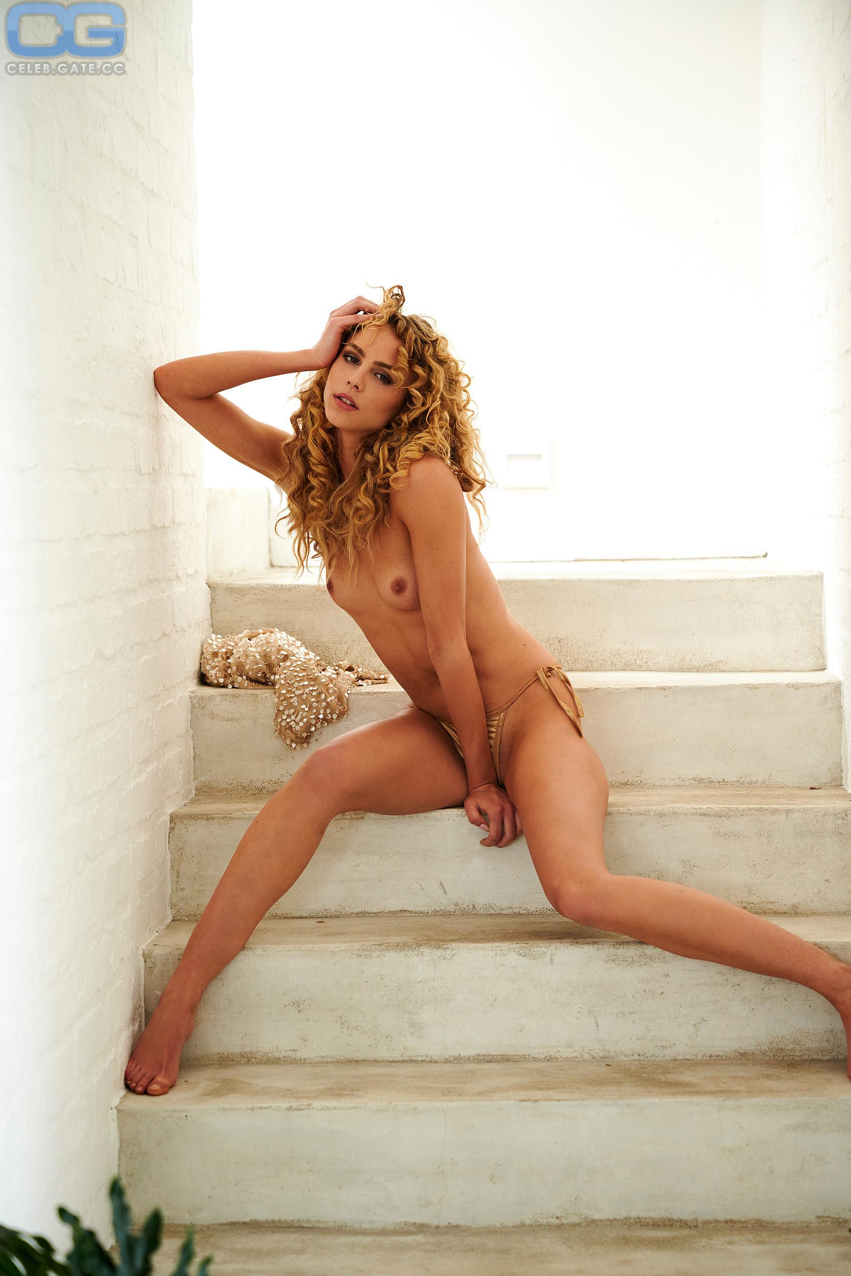 Sydney Penny  nackt