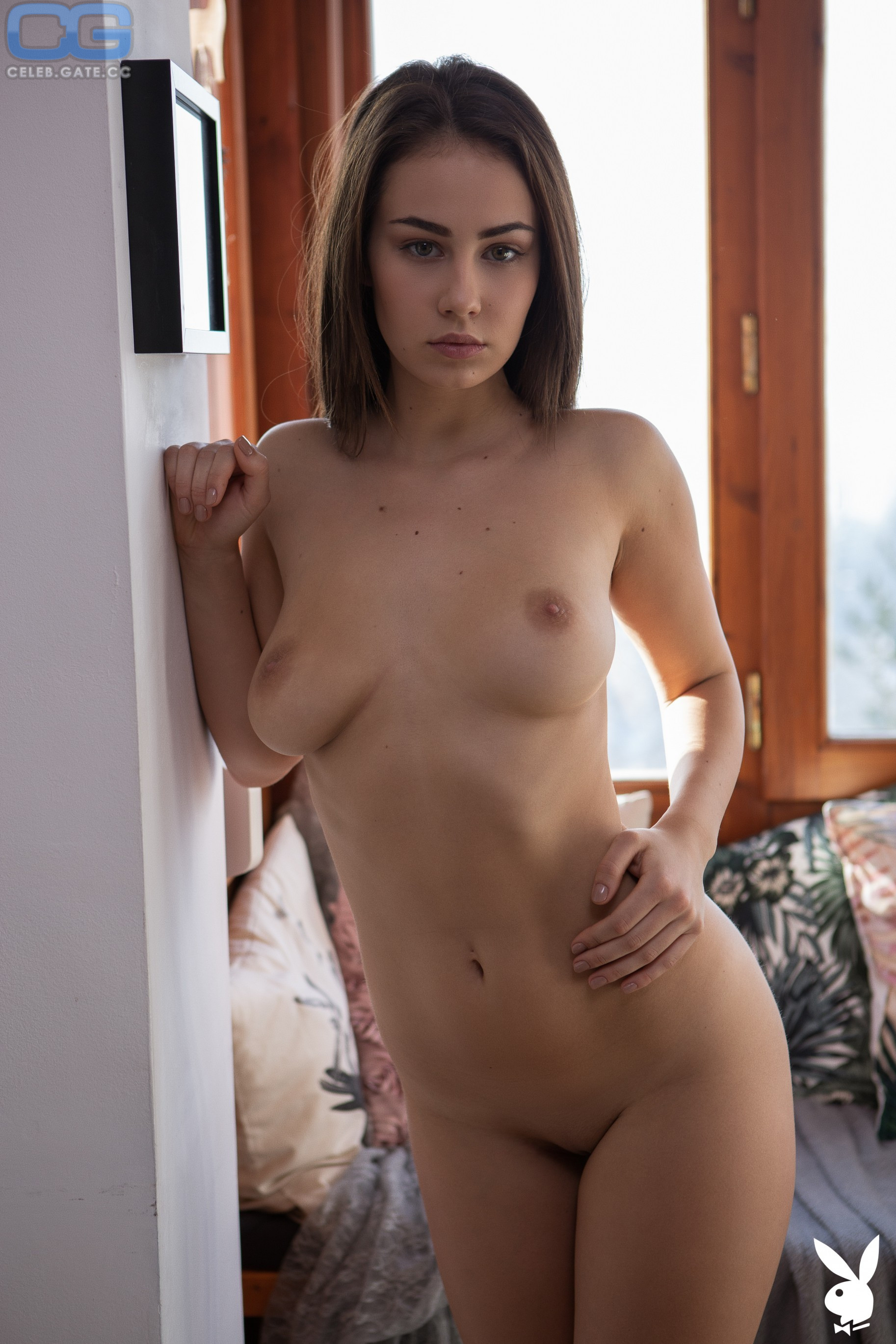 Nackt  Sophie Limma Brunette with