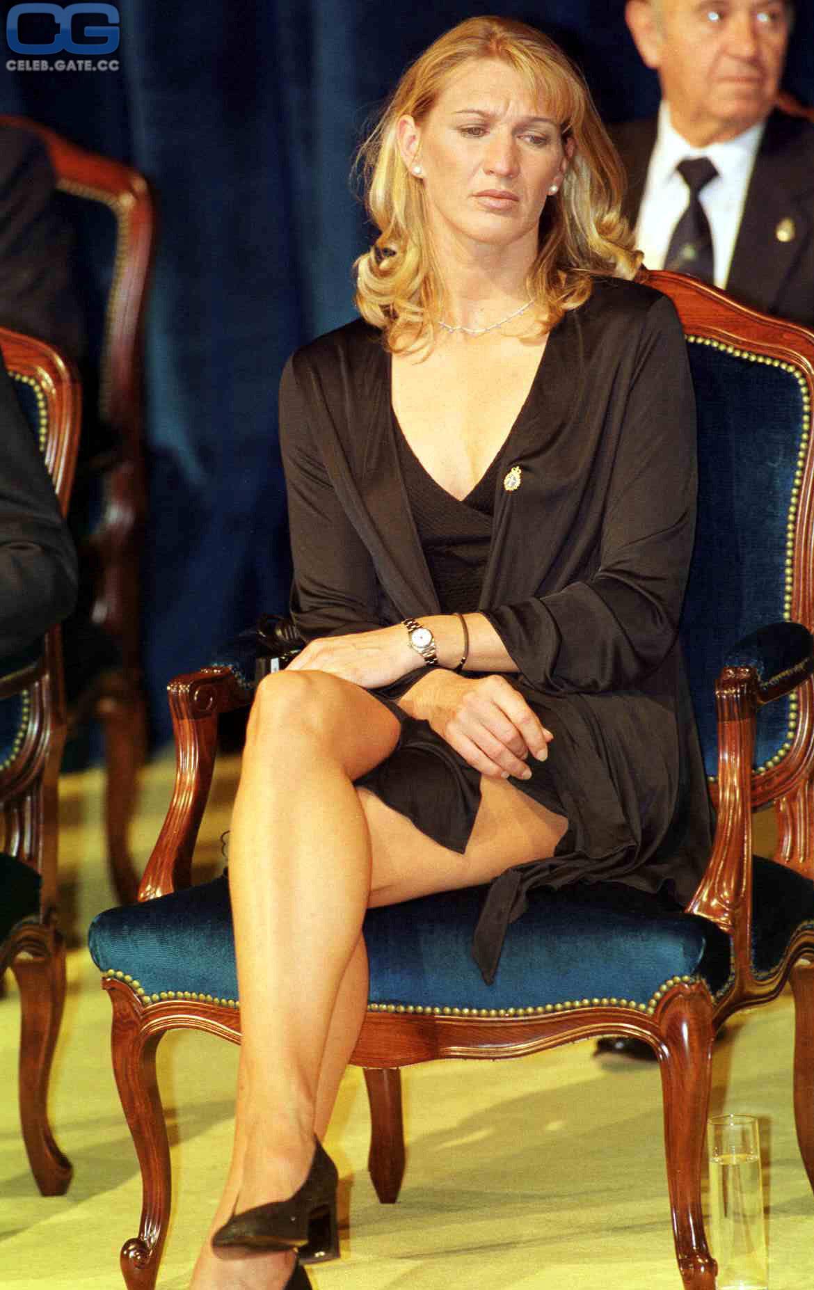 Graf nackt stefie Martina Hingis