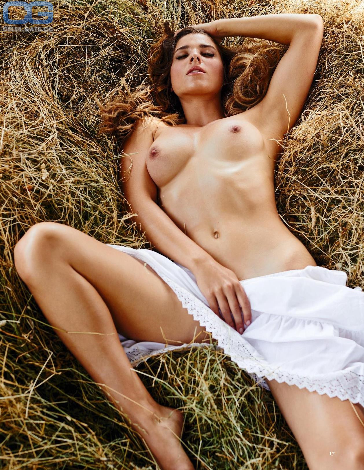Stella Tiana Stegmann  nackt