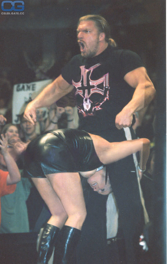 Nackt mcmahon wwe stephani Stephanie McMahon