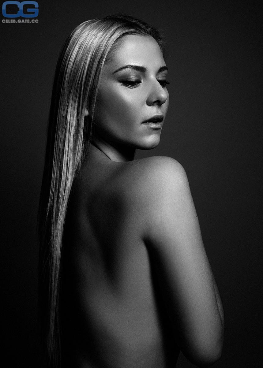 Valentina Pahde  nackt