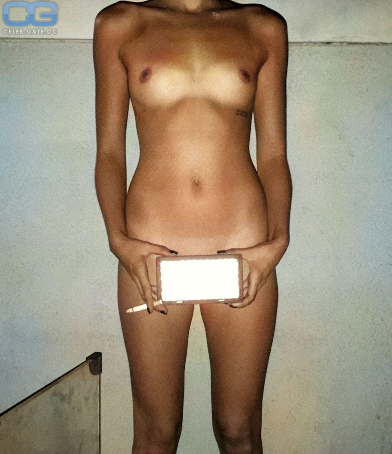 Winnie Boewe  nackt