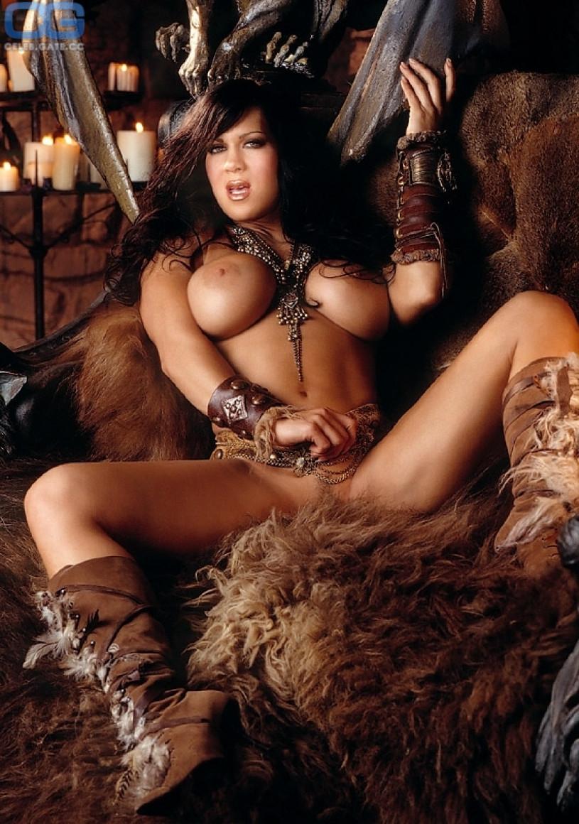 Joanie Laurer nackt, Oben ohne Bilder, Playboy Fotos,