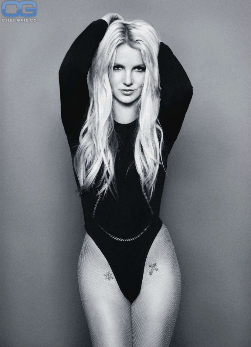 Britney spears nude black and white picture 336