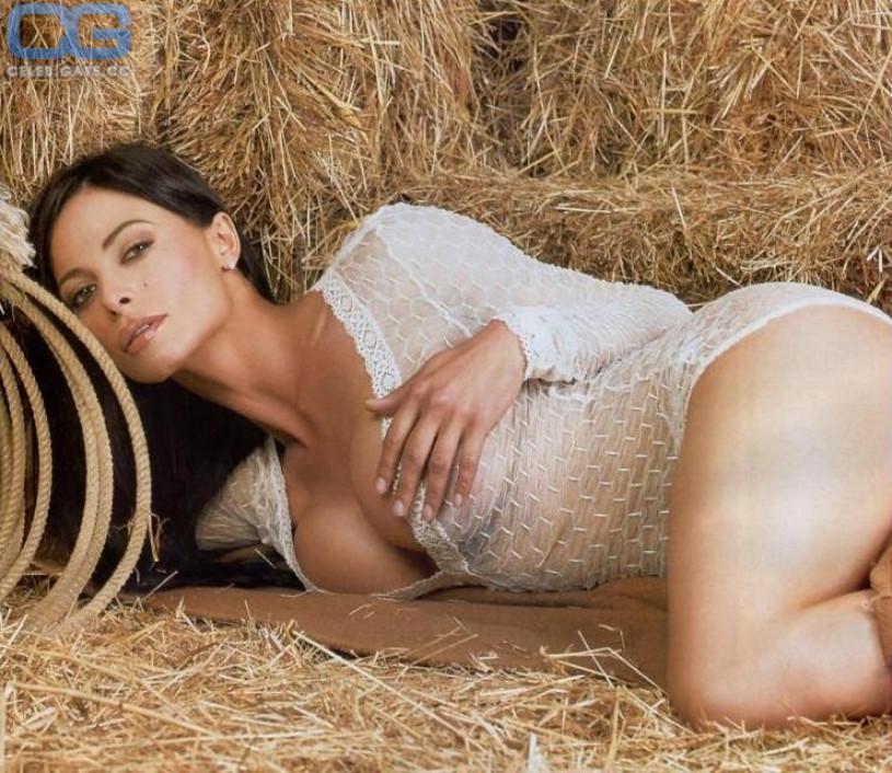 Trisha yearwood naked