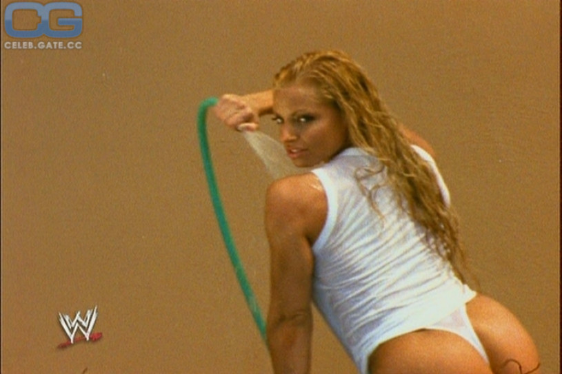 Trish Stratus in Dessous Bilder