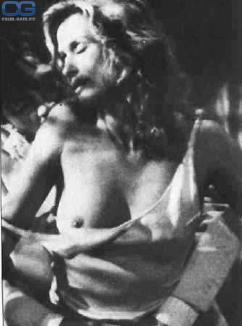 Hot girls fully naked having sex