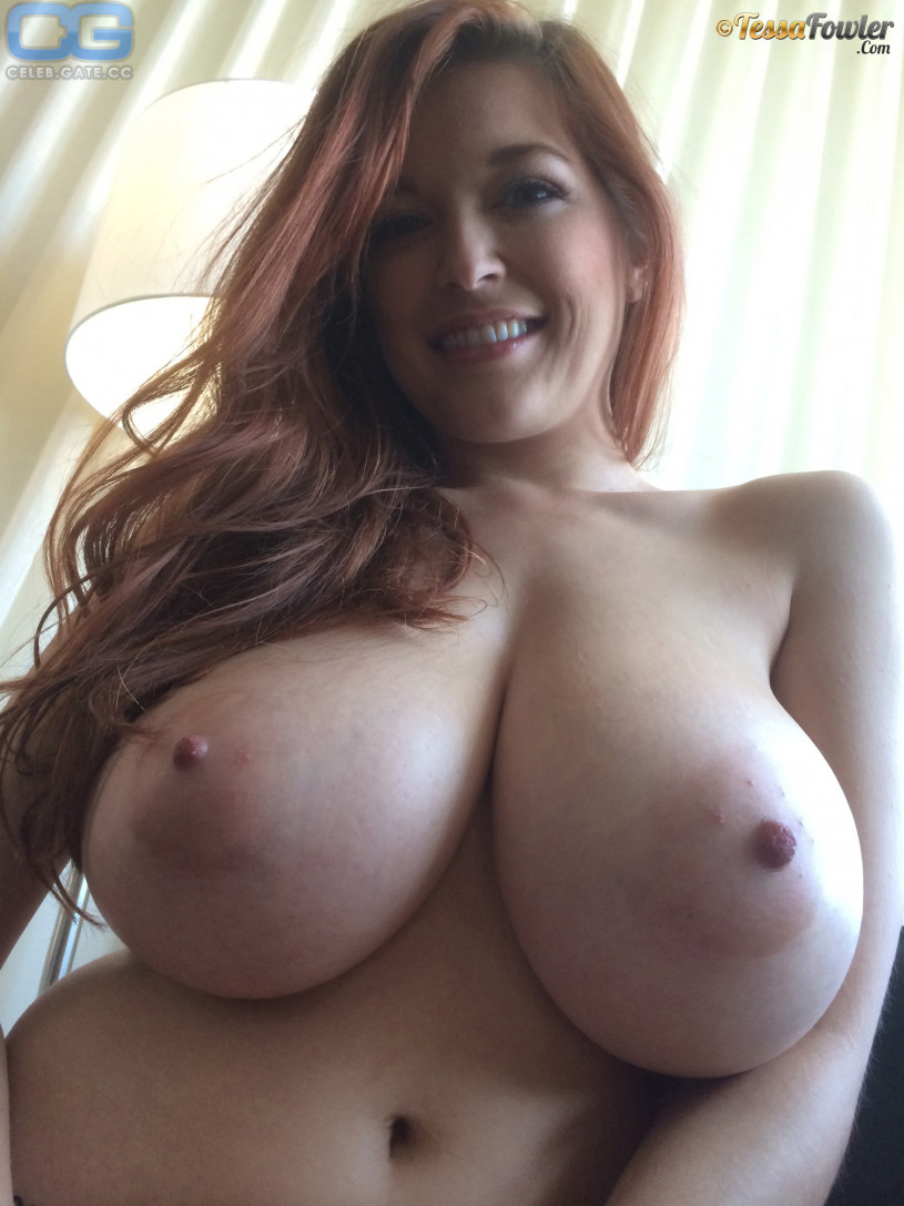 naked sexy aunty spread wide
