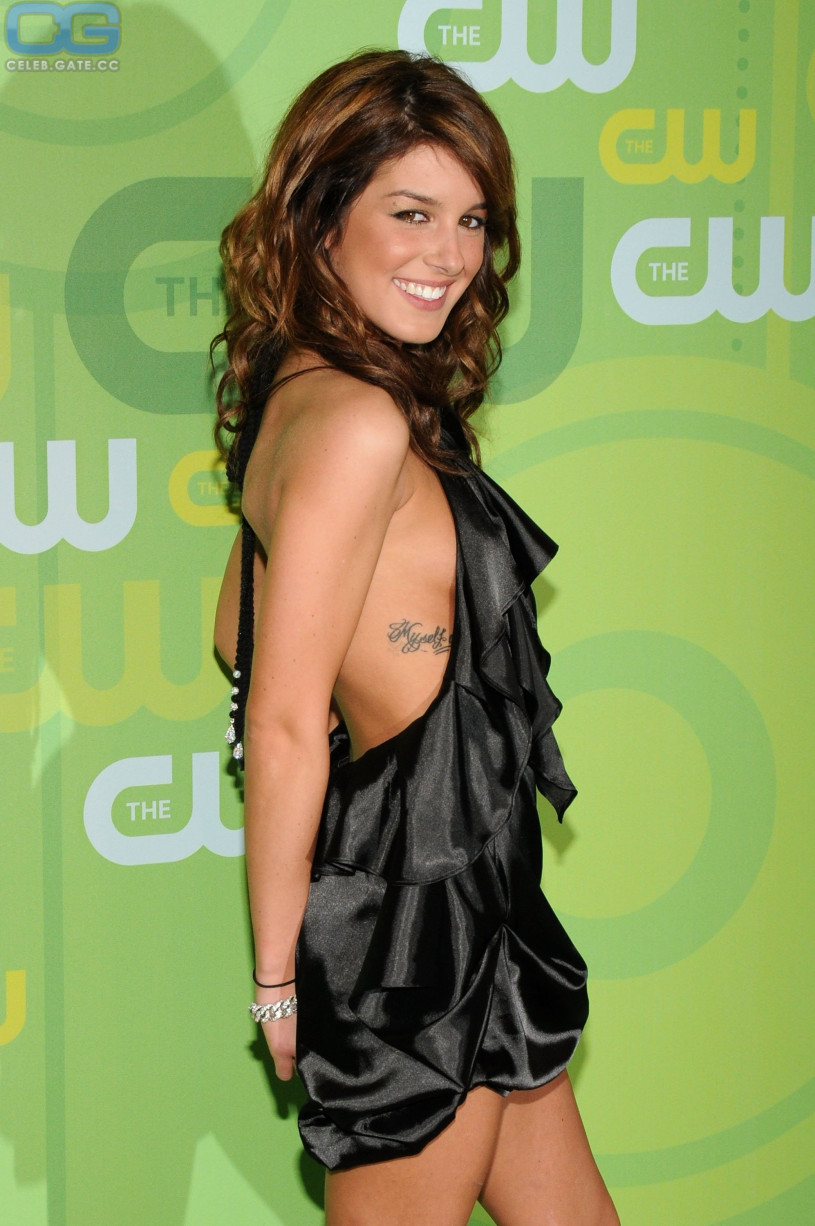 Shenae grimes topless nude (35 photo), Cleavage Celebrity photos
