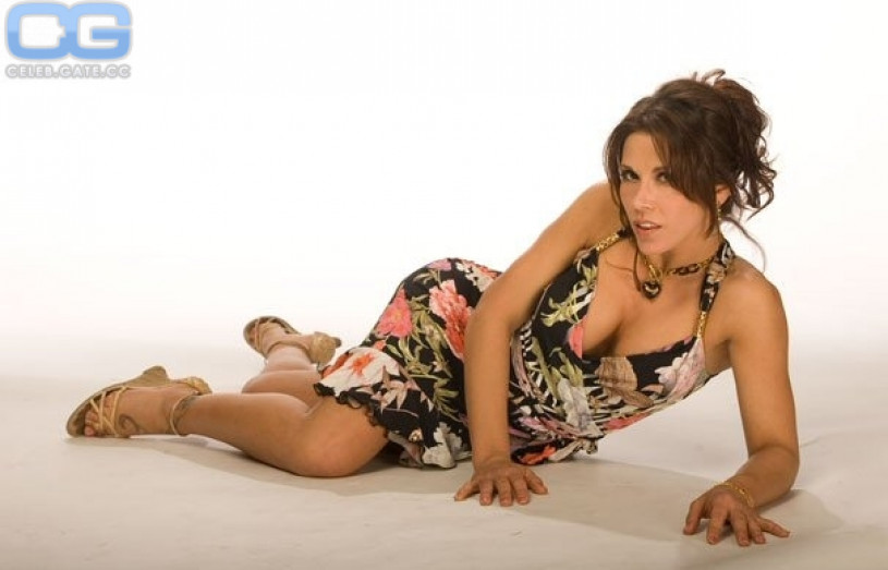 Mickie James Galerie nackt