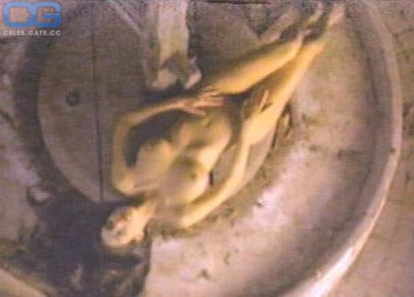 christina-leardini-topless-ewasonnet-nude-tumblr