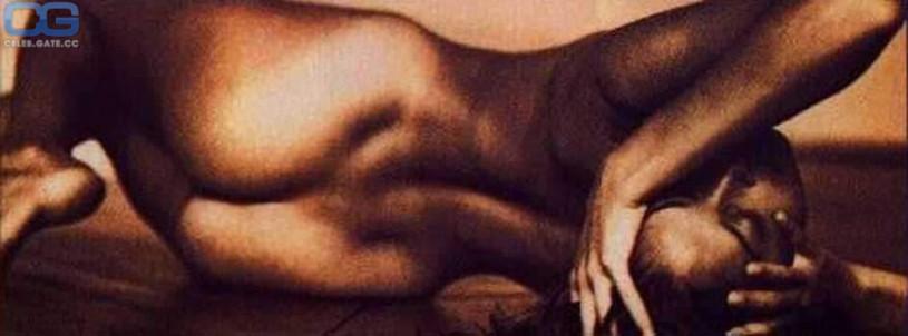 Hot men in locker room nude