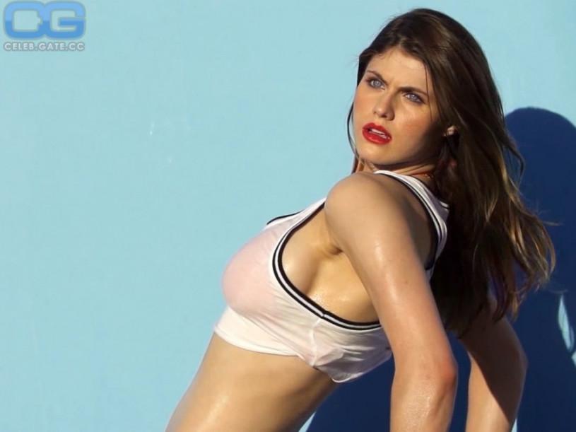 Alexandra daddario nackt bilder