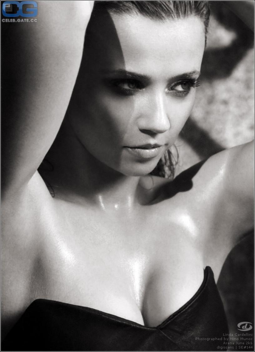 linda cardellini topless