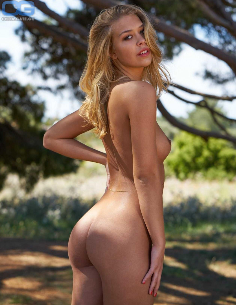 Charlotte Flair Nude Photos & Videos -