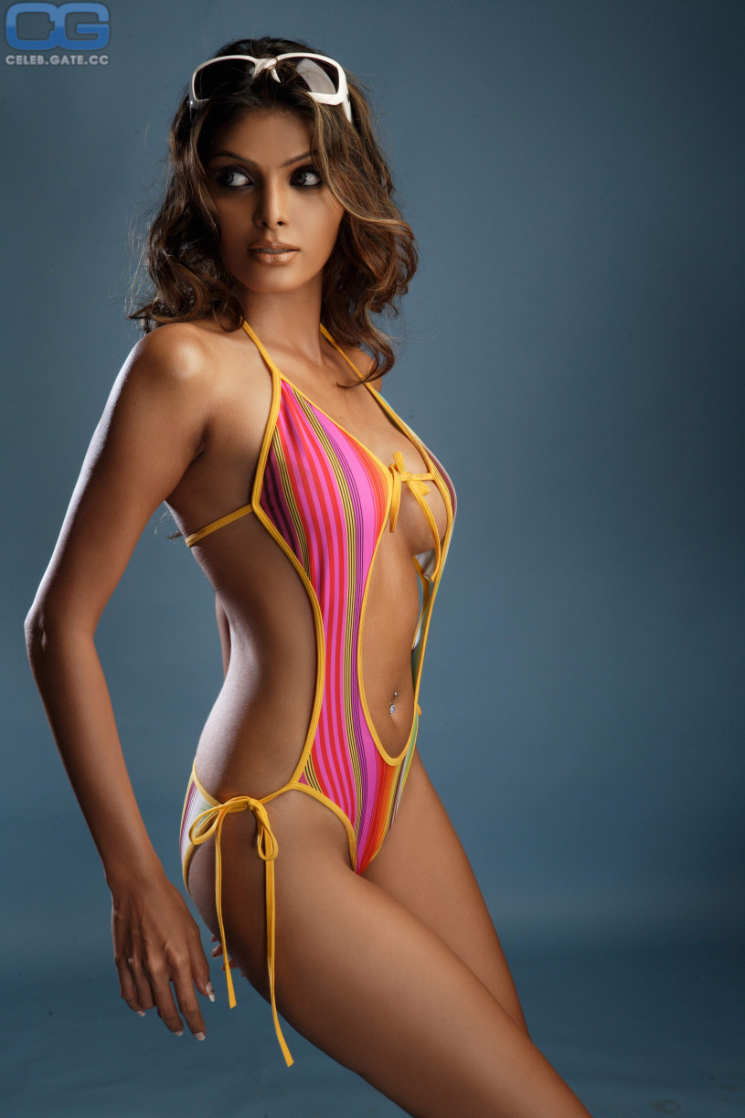 Sherlyn chopra bikini photos