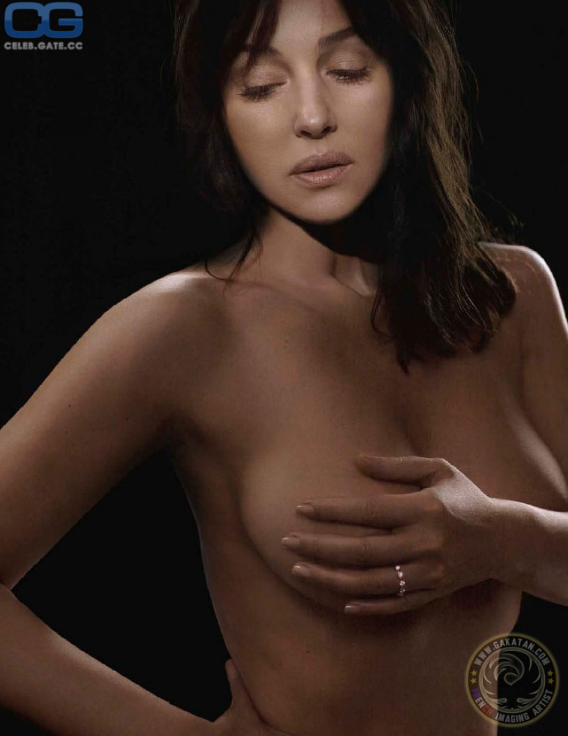 Naked topless pictures of monica belucci