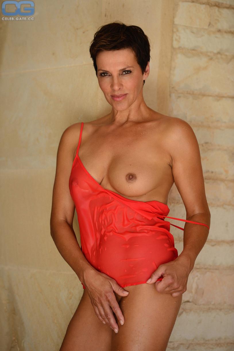 Nude Wemon At Play Free Pics 38