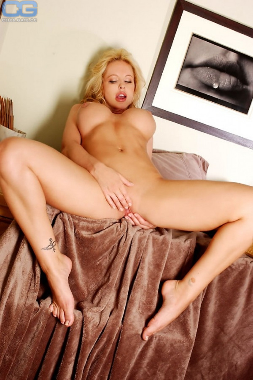 divini-rae-topless-germany-scary-hairy-pussy
