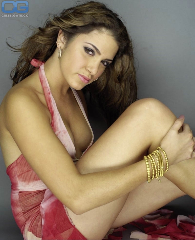 hot nude girls in yellow thongs