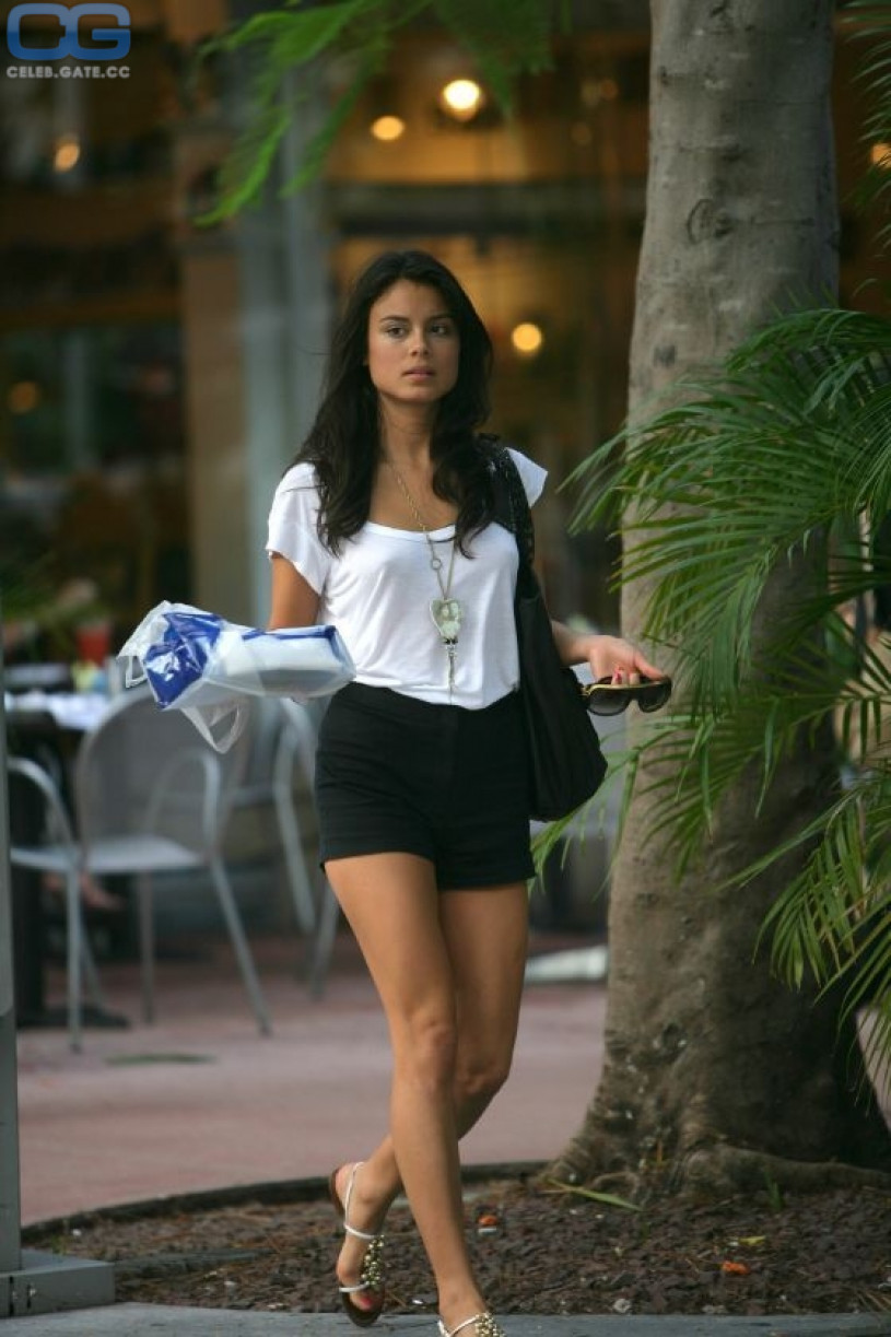 nude-pictures-of-nathalie-kelley