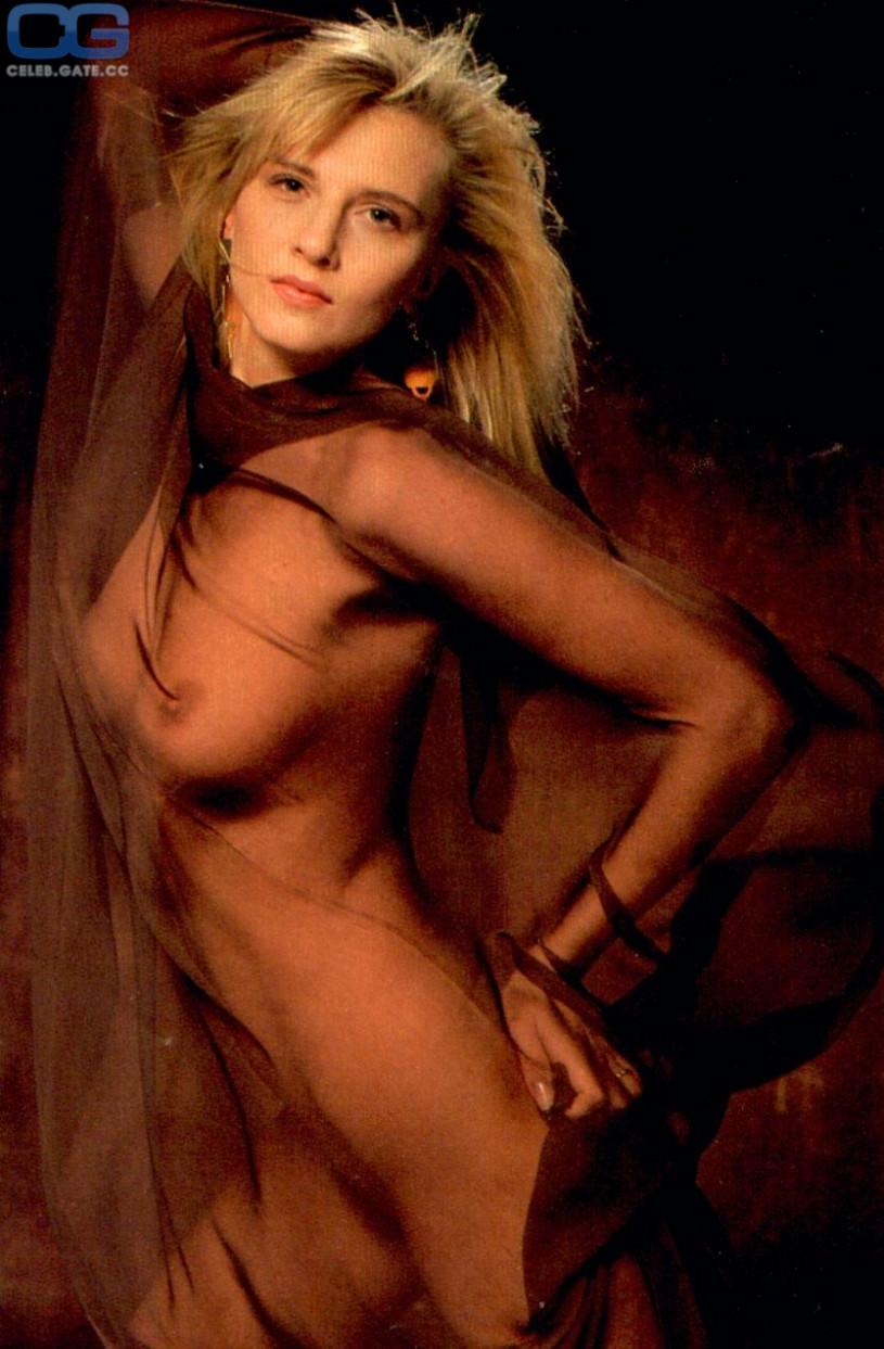 Nadia Hilton Nackt