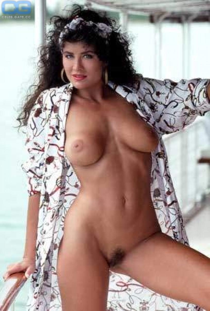 Samantha braun Reisekanal nackt
