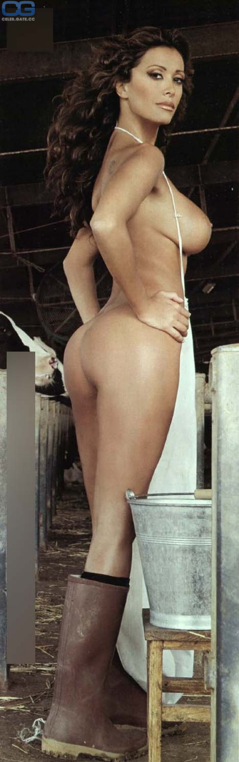 buck naked on a big wheel