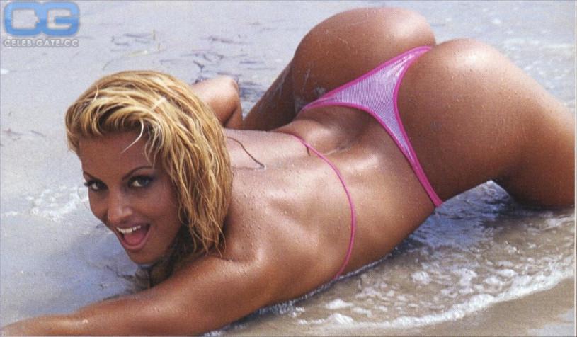 Trish Stratus nackt, Oben ohne Bilder, Playboy Fotos,