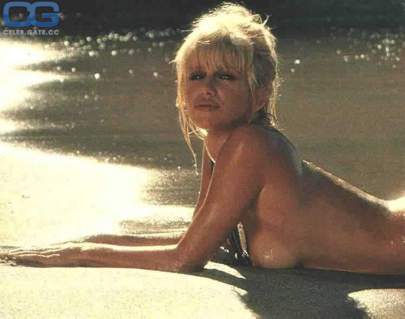 Suzanne somers nude photos from playboy apologise