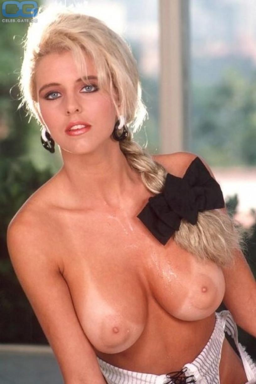 Hot nude women sucking meat