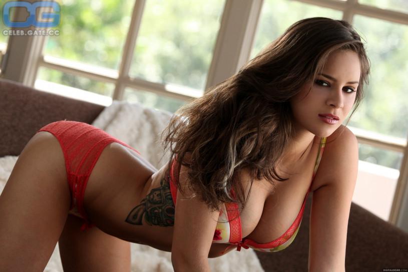 nudes Nina James