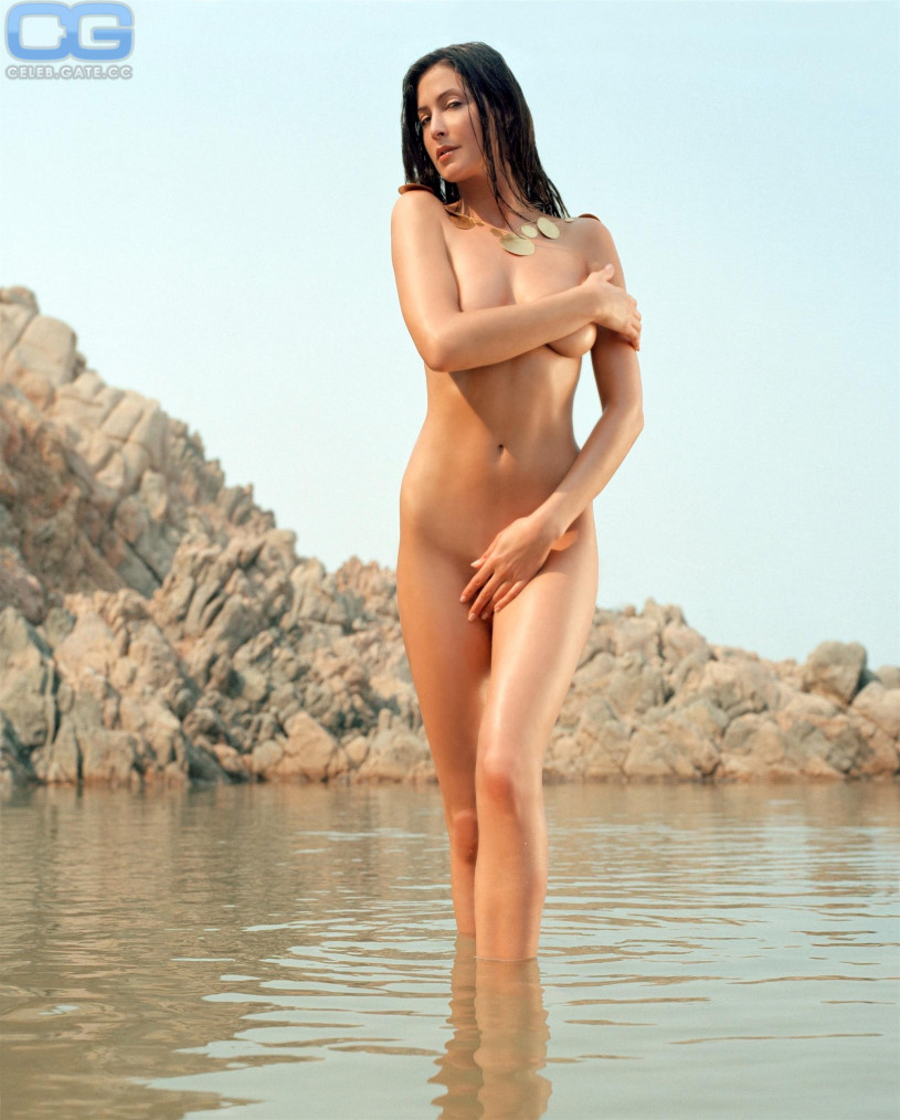 Naked hotties on holiday