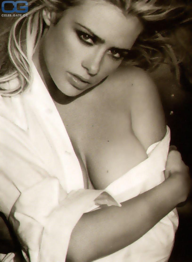 pics nude Girls stella martina