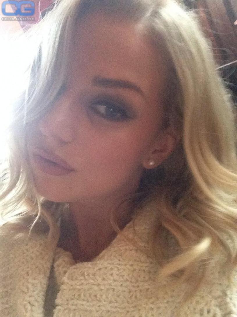 Erika nude selfie
