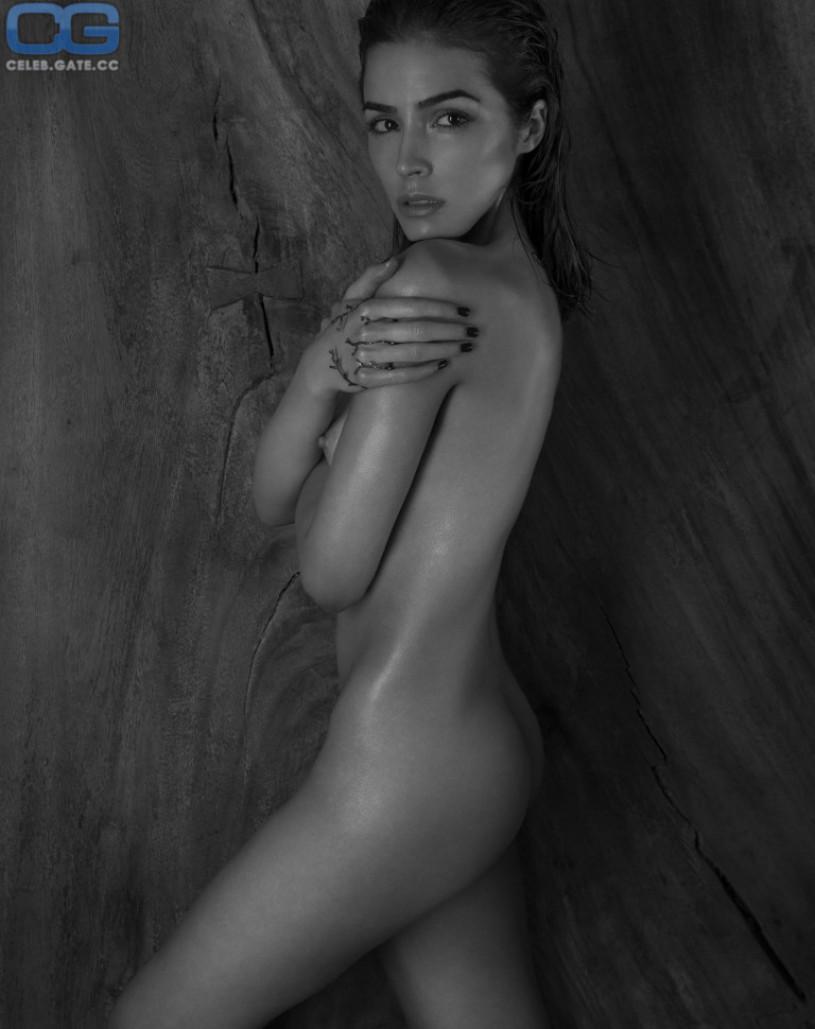 Katie got bandz naked
